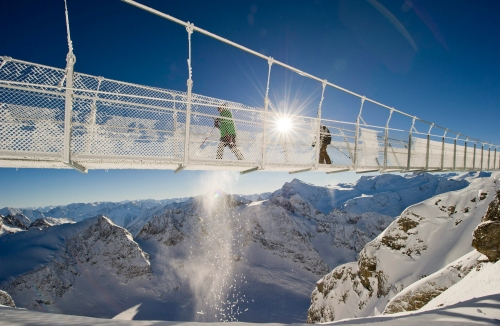 Image: Titlis Cliff Walk, the highest rope bridge in Europe