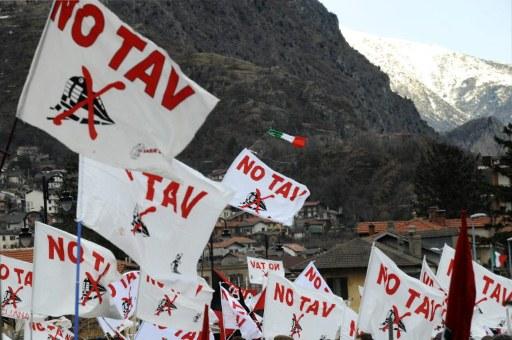 ITALY-TRAIN-TUNNEL-TAV-DEMO