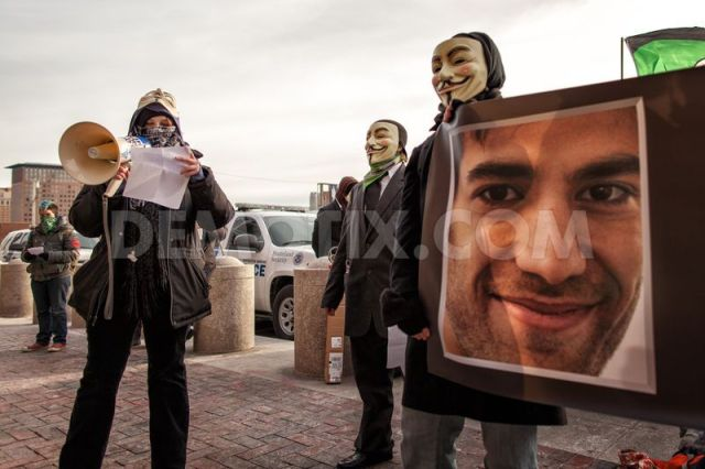 aanonymous-protests-suicide-of-aaron-swartz-at-federal-court-in-boston_1750509