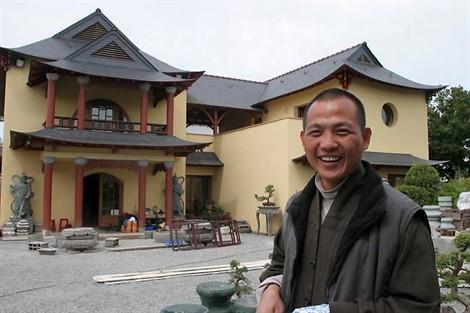 aofpagode Thich Nguyen Loc