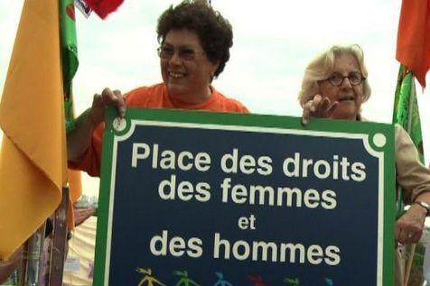 183984-les-feministes-du-mlf-fetent-leurs-40-ans-au-trocadero-duree-1mn34