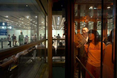 achinevoyageurs-quittent-le-terminal-3-de-l-aeroport-international-de-pekin-le-20-juillet-2013