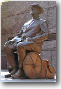aRoosevelt-statue-sur-fauteuil-roulant