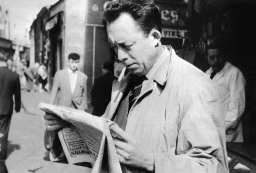 aalbert-camus-dans-les-rues-de-paris-en-1959_964831