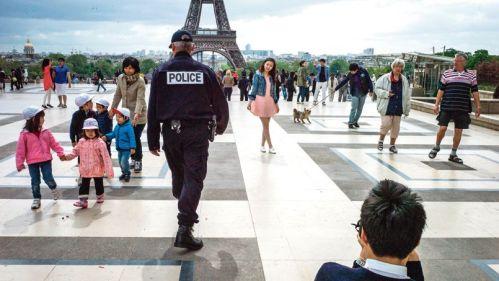 FRANCE-PARIS-POLICE-TOURIST