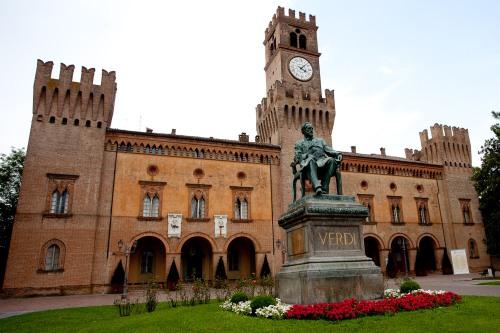 aBusseto-Rocca-e-statua-di-Verdi