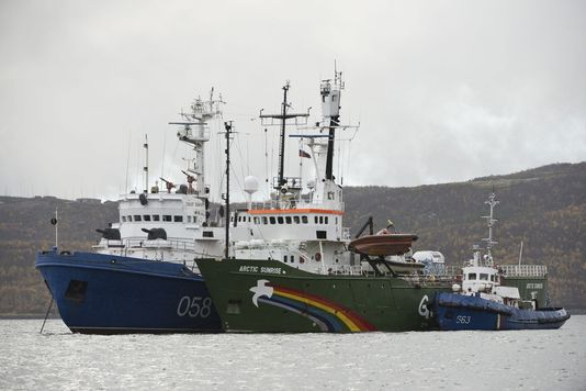alemondel-arctic-sunrise-le-bateau-de-greenpeace_f8a52261422d16f15e1f94821f950ed3