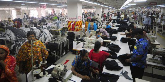 atravailleurs forcés8_une-usine-de-textile-au-bengladesh-en-juin_8f98e0132cfaed8873bff608f70a3c16