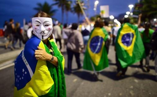 7765652510_les-protestations-ont-ete-vives-au-bresil-durant-la-coupe-des-confederations-2013-en-cause-entre-autres-l-argent-depense-dans-les-stades