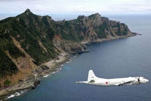 aleMonde_un-avion-de-la-defense-japonaise-survole-les_f012fa774d5d48a2d4afb9540daf293d