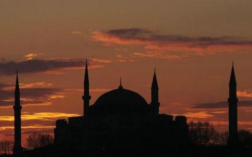 alibébasilique-sainte-sophie-a-istanbul-le-3-juillet-2007