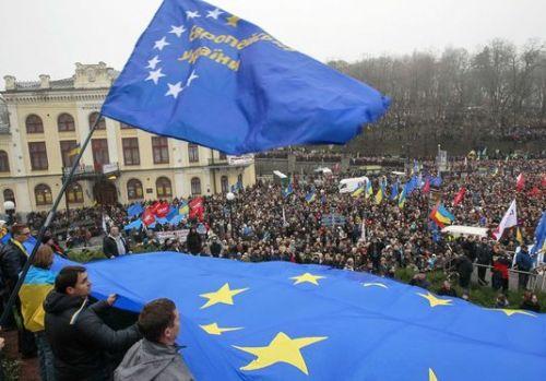 aukraine9_des-milliers-de-manifestants-pro-europe-a_277d4d3d0c36d5be85c4f72f321cde20