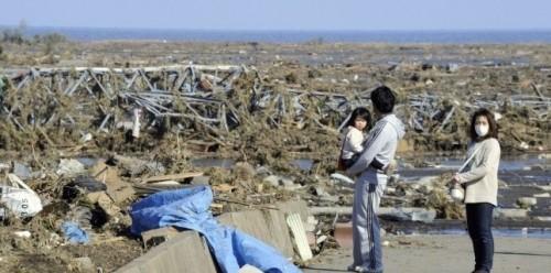 ajapon3227686-tsunami-apres-le-drame-le-sang-froid-olympien-des-japonais