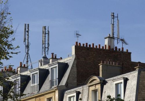 alibé 613793-des-antennes-relais-sur-les-toits-de-paris