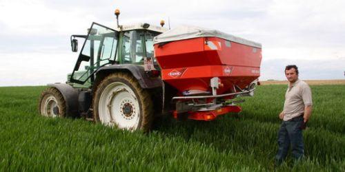 alemonde1703441_3_45ee_alexandre-guilbert-ouvrier-agricole-dans-une_5f2a56c149161e3f4aef1a92d9cdb822