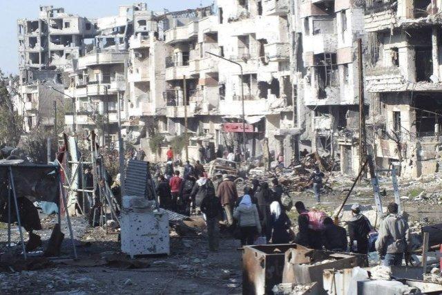 asyrie811020-syriens-preparant-etre-evacues-homs