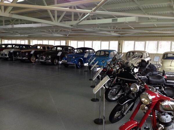 aukrainepalais-presidentiel-ianoukovitch-garage-voitures