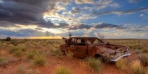 alemondeh_11_ill_4373489_rusty-car-outback-australia-624x348