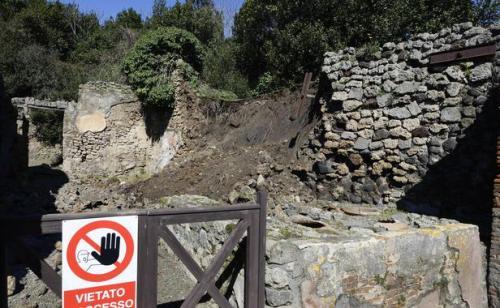 apompei-effondre-apres-pluies-fortes-3-mars-2014-1550249-616x380