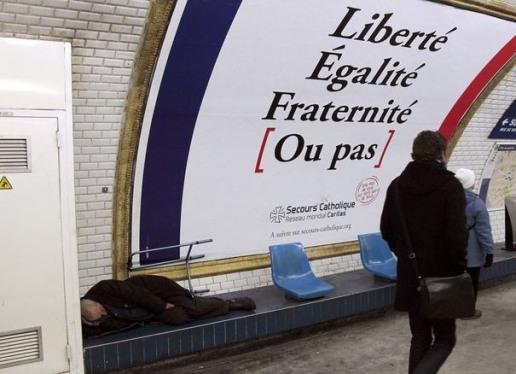 asdfsans-domicile-fixe-dort-dans-une-station-de-metro-a-paris
