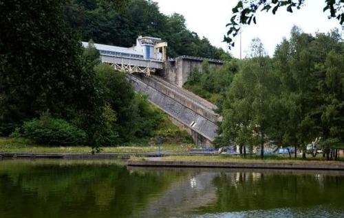 acanal_vue-generale-du-plan-incline-de-saint-louis-arzviller-moselle-un-ascenseur-a-bateaux-sur-le-canal-de-la-marne-au-rhin-le-5-aout-2013