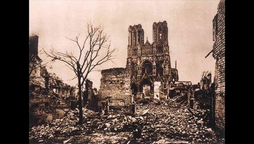 acathédrale de Reimsplace_du_parvis_en_ruine
