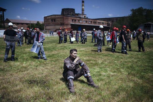 alemonde ukraine elecdes-ouvriers-participent-a-un-rassemblement_7fd6435d4e9017edc33e4752ae3d6c13