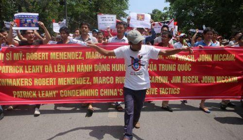 Amanifestation-anti-chinoise-devant-l-ambassade-de-pekin-a-hanoi-le-11-mai-2014_4896501