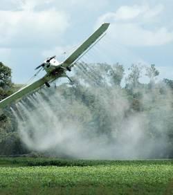 malgre-l-interdiction-il-est-possible-d-obtenir-des-derogations-qui-autorisent-a-repandre-des-pesticides-par-pulverisation-aerienne_51578_w250