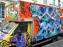 agraffiti220px-Painted_truck_paris_jnl_2