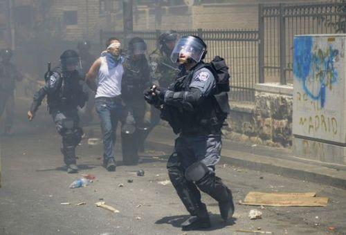 alemonde eau asle9d_arrestation-d-un-palestinien-durant-des_377ceef4837d533f09f92bcc5e14ea43