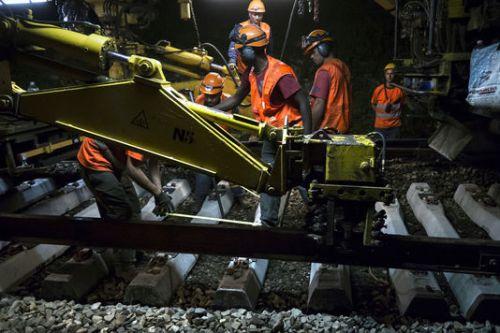alemonde rail4452976_7_7871_lors-d-une-operation-de-changement-de-voie_d3c9202c90afd61eb99570935130a36a