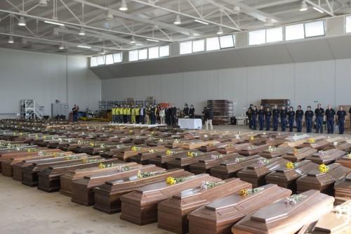 amigrants_les-cercueils-des-296-migrants-morts-a-lampedusa-le-9-octobre-2013