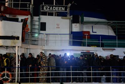 alemonde migrantsl-ezadeen-un-cargo-abandonne-par-son_09eada5acd8af5f71923563ec5b5bfd0