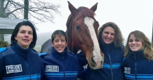 Les 4 femmes de le Brigade Equestre