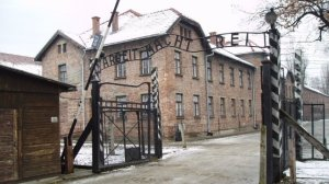 arbeit_macht_frei_sign_main_gate_of_the_auschwitz_i_concentration_camp_poland_-_20051127