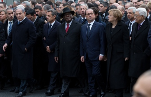 asarko egobenjamin-netanyahu-nicolas-sarkozy-ibrahim-boubacar-keita-francois-hollande-angela-merkel-mahmoud-abbas-lors-marche-republicaine-11-janvier-2015-paris