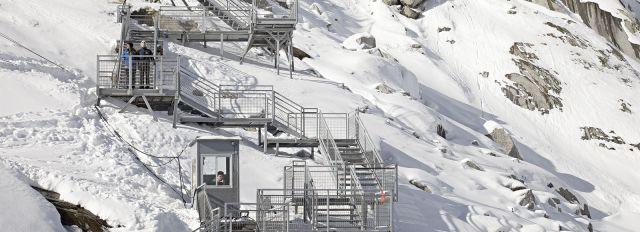 4579874_6_44e9_l-escalier-menant-a-la-mer-de-glace_c3422d3decf3169c45bffb7d94bb902b