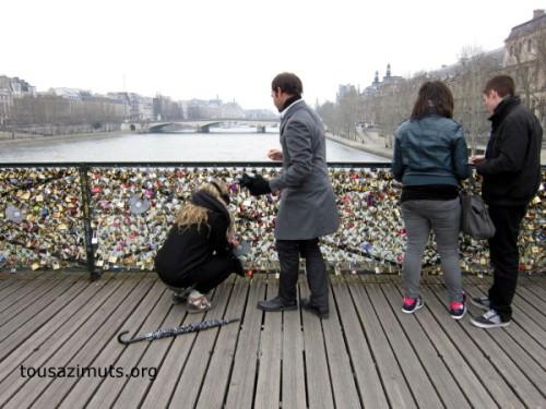 acadenas-pont-des-arts-Paris-Seine-installation