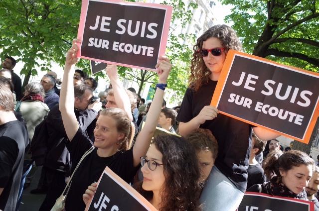 07999630-photo-manifestation-anti-loi-renseignement