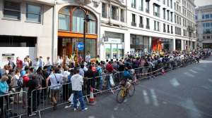 aattenteAppleStore_Queue