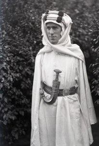 alaurence dans sa tenue de légende 160888lawrence_darabie2