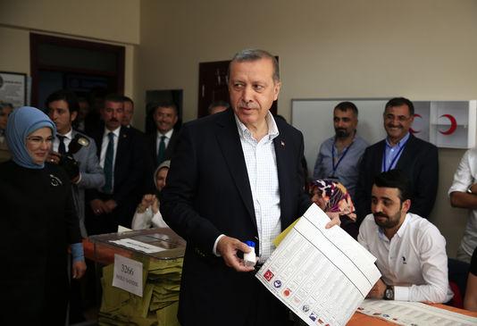 4649155_6_be0a_le-president-turc-recep-tayyip-erdogan-dans-un_939b6d2a67e0ba425bf3a5016a41f33d