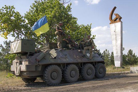 4723675_6_b410_des-soldats-ukrainiens-dans-le-village-de_7cf78fedbef7e92138e669d1eaad7de9