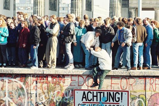 4778376_7_da69_9-novembre-1989-le-mur-de-berlin-vient-de_2f2a7989e37a04b07dcf7f38f50b81ad