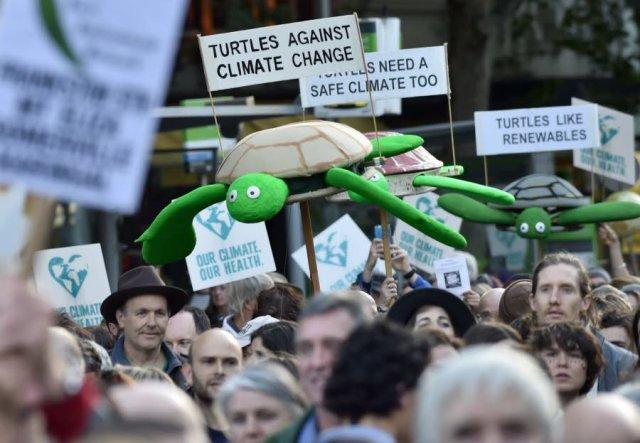 aclimatt-donne-vendredi-le-coup-d-envoi-de-ces-marches-pour-le-climat-avec-une-manifestation-de-plusieurs-dizaines-de-milliers-de-personnes-a-melbourne-photo-afp