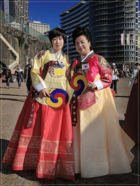 acoree-du-nord-costume-traditionnel-hanbok