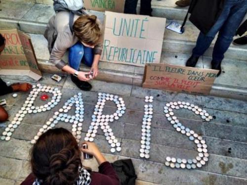 Attentats-a-Paris-un-rassemblement-silencieux-a-16h-dans-la-Vienne-direct_slider