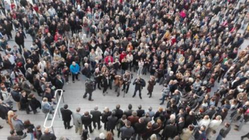 Attentats-a-Paris-un-rassemblement-silencieux-a-16h-dans-la-Vienne-direct_slider.jpg02