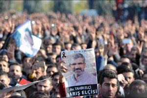 aturquie portrait50-000-personnes-ont-rendu-un-dernier-hommage-a-l-avocat-tue-samedi